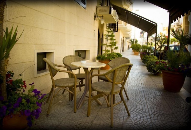 Hotel Ristorante Rinelli, Margherita Di Savoia, Γεύματα σε εξωτερικό χώρο