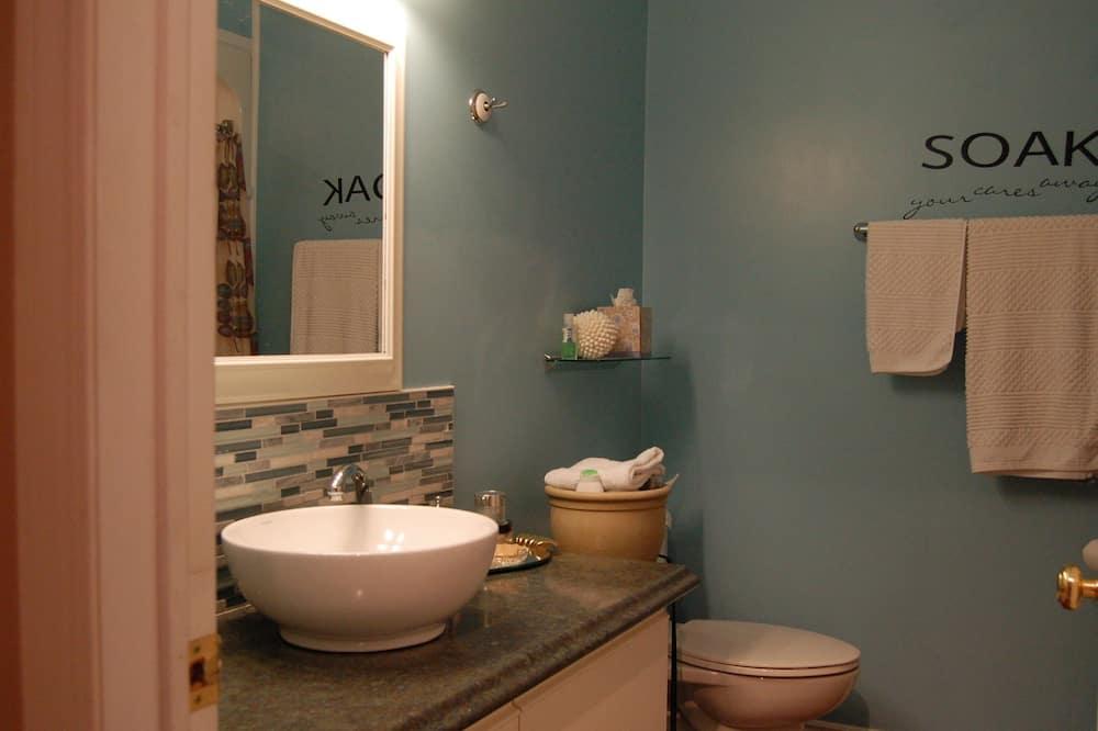 Номер, 1 двуспальная кровать «Квин-сайз», отдельная ванная комната (Not Ensuite) - Ванная комната