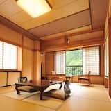 Traditionelt værelse med 2 enkeltsenge - fælles badeværelse - udsigt til flod (Japanese Style) - Opholdsområde