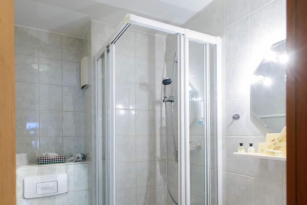 Tek Büyük Yataklı Oda, Küçük Mutfak, Şehir Manzaralı - Banyo