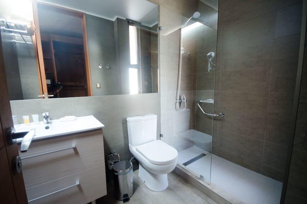 Стандартный одноместный номер, 1 односпальная кровать, смежные ванная комната и спальня - Ванная комната