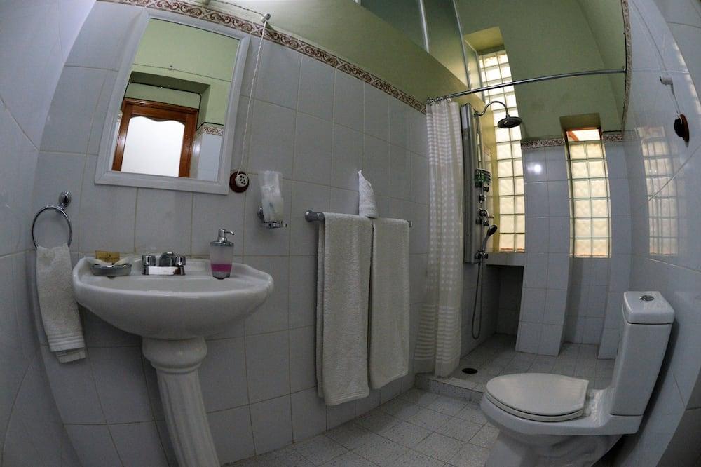 Apartmán typu Junior, 1 spálňa, súkromná kúpeľňa, s výhľadom do dvora - Kúpeľňa