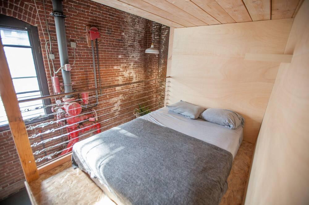 Standarta koplietojuma guļamzāle, 1 divguļamā karalienes gulta (in a shared dorm/no privacy) - Viesu numurs