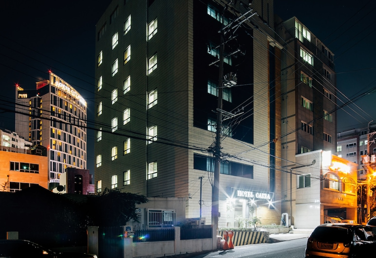 Jeju Oakra Hotel, Jeju City, Fachada del hotel de noche