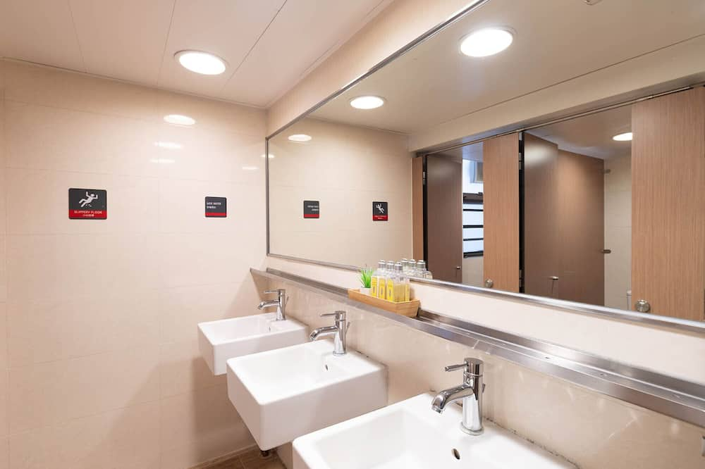 Group Dormitory for 8 Pax - Bathroom