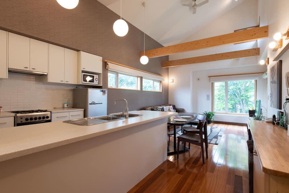 Unit 6, (2 bedroom 1 bathroom) - Living Area