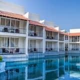 Paaugstināta komforta trīsvietīgs numurs, skats uz baseinu - Balkons