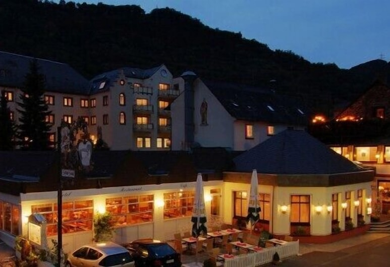 Schloß-Hotel Petry, Treis-Karden, Hadapan Hotel - Petang/Malam