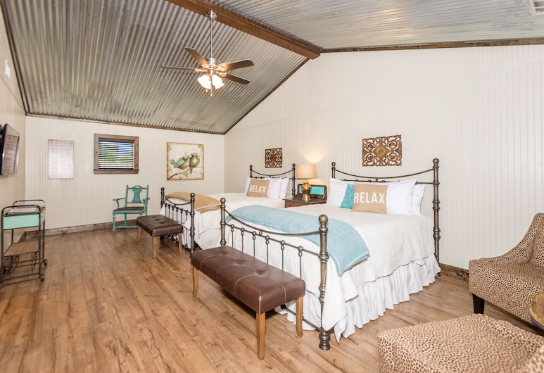 Vineyard Trail Cottages - Adults Only, Fredericksburg