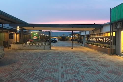 才華汽車旅館公園酒店/