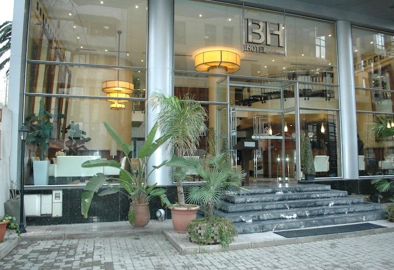 Business Hotel, Kazablanka, Otelin Önü