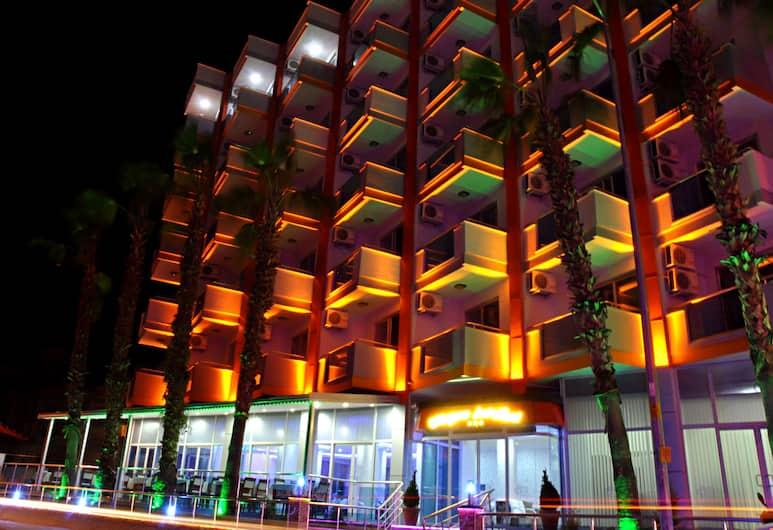 Kleopatra Arsi Hotel, Alanya, Otelin Önü
