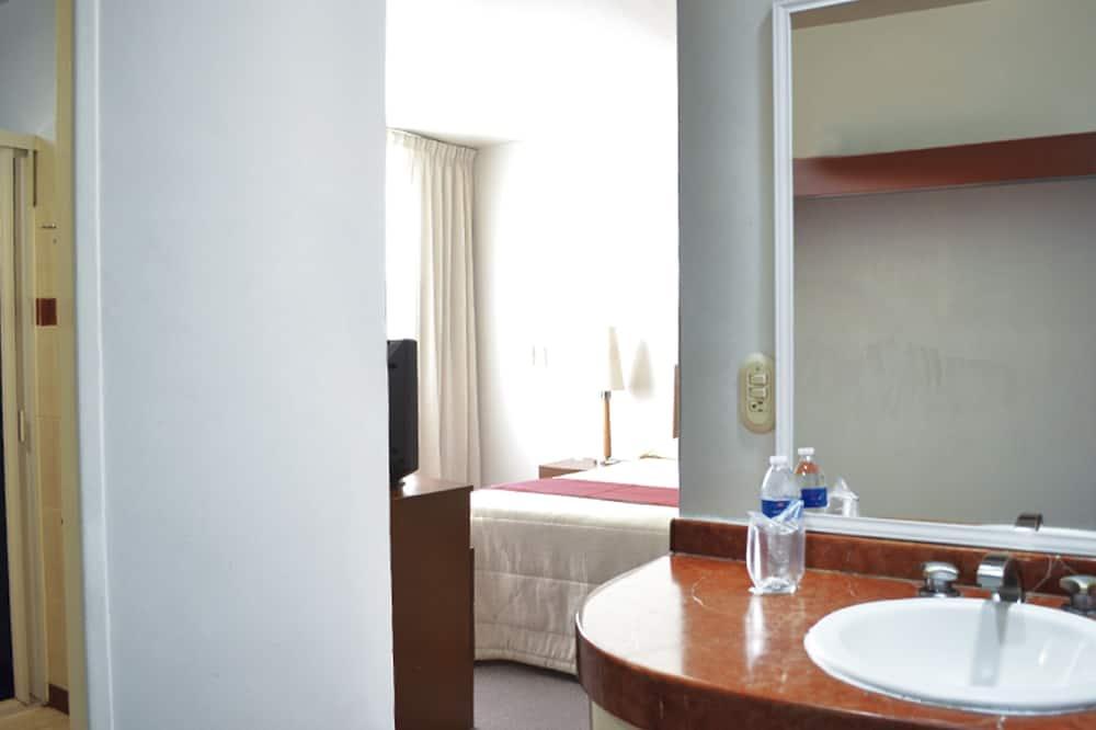 Standard Room, 1 Double Bed - Bathroom Sink