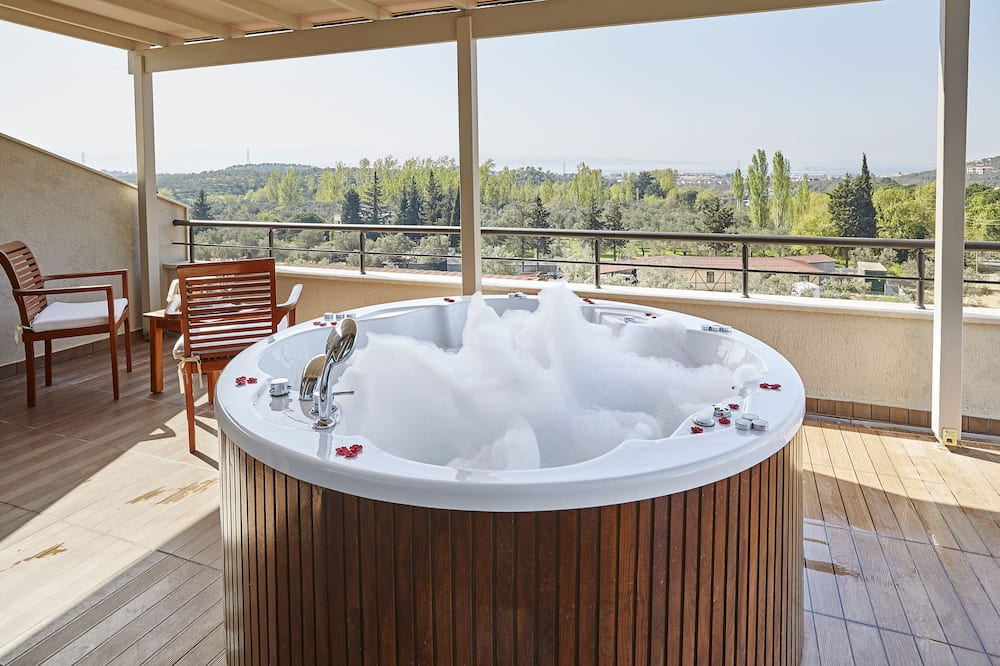 Presidential Suite, 1 King Bed - Outdoor Spa Tub