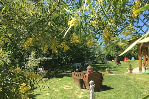 葡萄园粉色酒店/