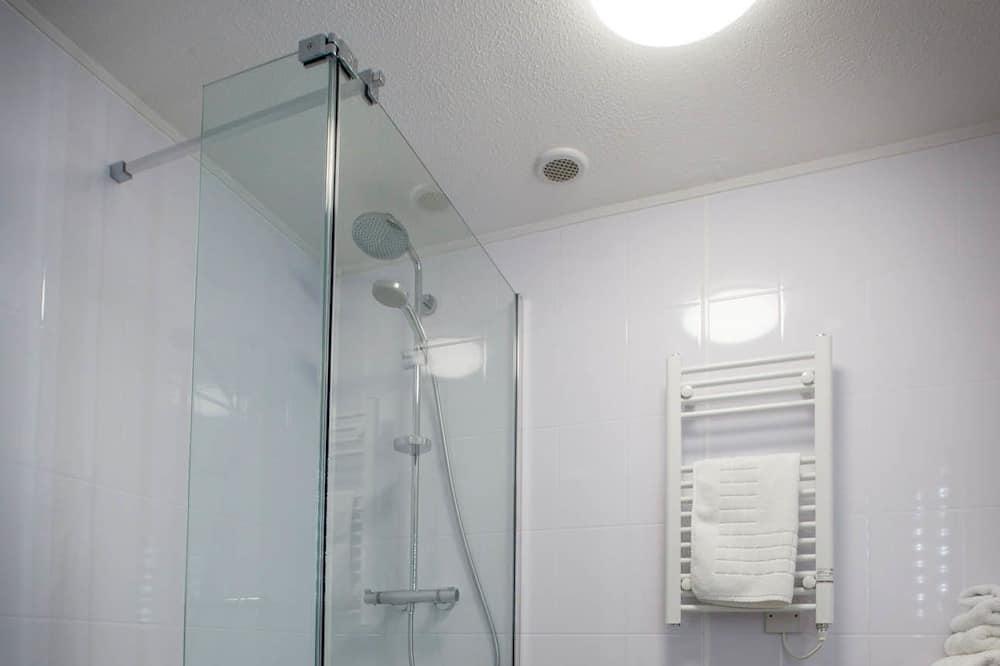 Deluxe Double or Twin Room, Ensuite - Bathroom Shower