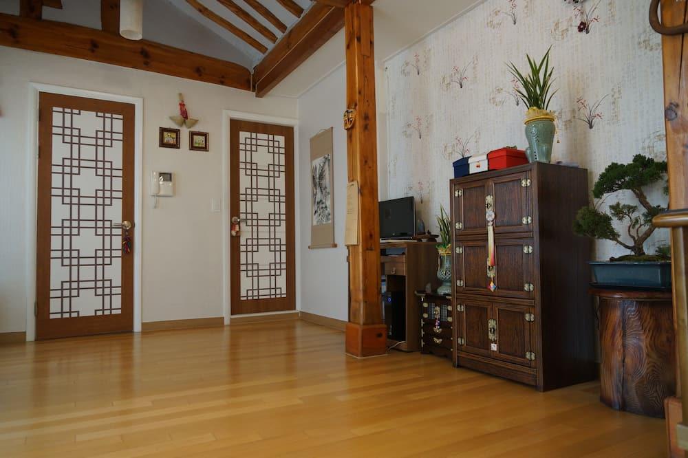 Korean Ondol Deluxe Room - Guest Room