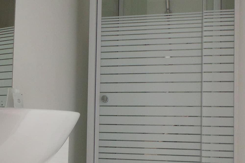 Perhehuone neljälle, Oma kylpyhuone - Kylpyhuone