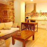 Superior Apart Daire, 2 Yatak Odası, Mutfak, Dağ Yamacı - Oturma Alanı