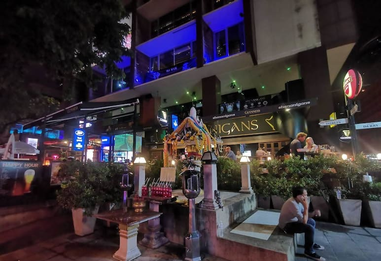 The Pavilion Place, Bangkok, Hotel Front – Evening/Night