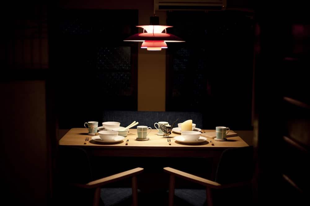 Traditional-Villa, Gartenblick (Japanese Style, Near Railway) - Essbereich im Zimmer