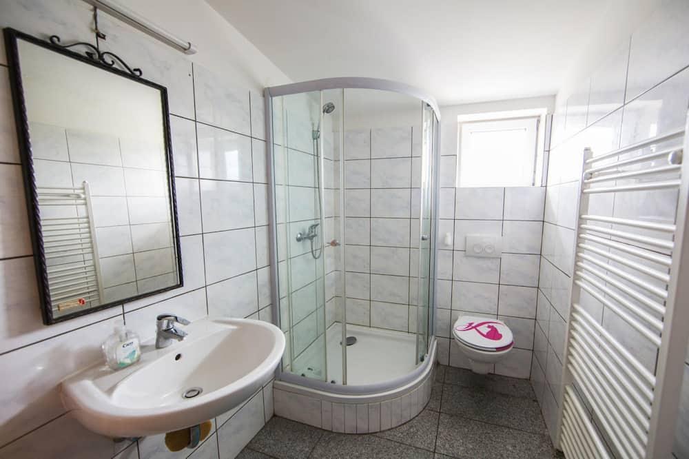 חדר אקונומי טווין, חדר רחצה משותף - חדר רחצה