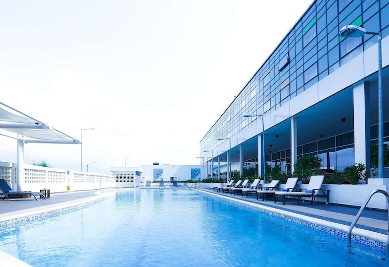 Radisson Blu Hotel, Abidjan Airport, Abidjan, Piscine en plein air