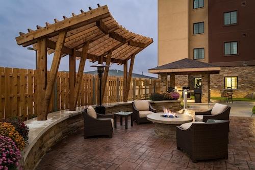 奧哈馬西駐橋套房公寓飯店