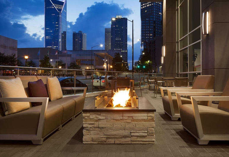 Embassy Suites by Hilton Charlotte Uptown, Charlotte, Terasa