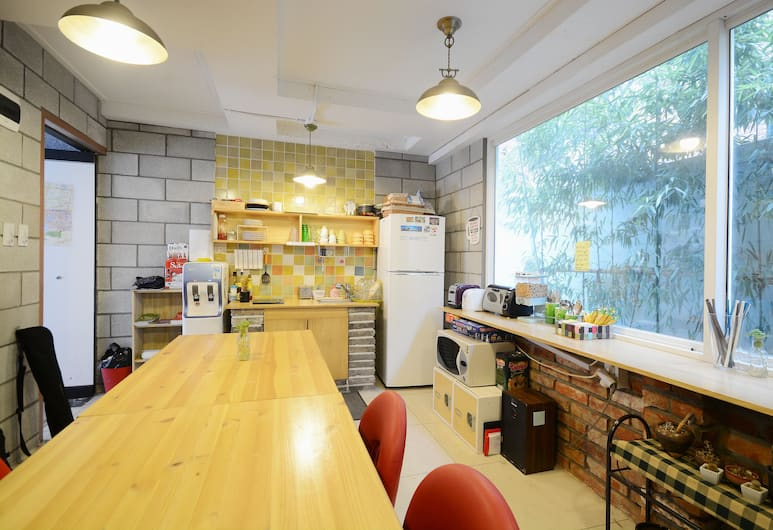 Sunny Hill Guesthouse Hongdae, Seoul, Lobby Sitting Area