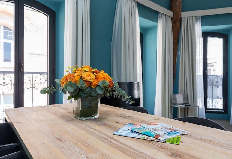 Florella Antibes, Cannes, Superior appartement, 1 slaapkamer, Eetruimte in kamer