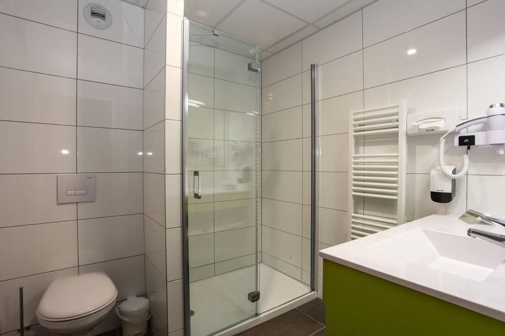 Phòng 2 giường đơn tiện nghi đơn giản - Phòng tắm