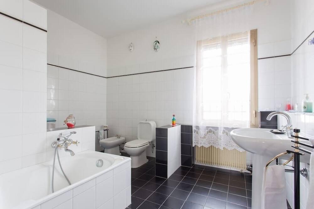 Tripla Superior, bagno in camera, vista giardino - Bagno