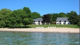 Book this Parking available Hotel in Suttons Bay
