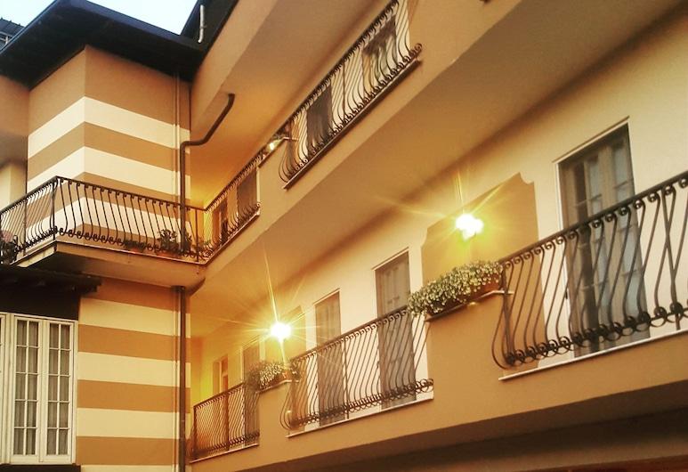 Hotel Trotter, Leno
