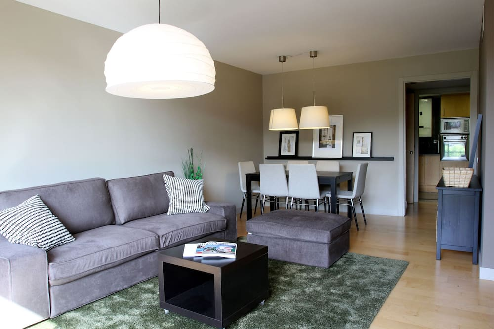 Apartment, 2 Bedrooms, Park View - Living Room