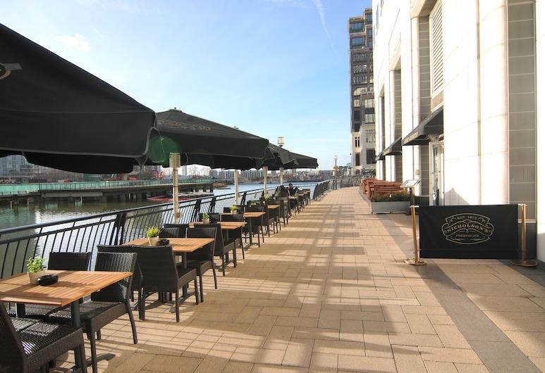 Canary Wharf - Corporate Riverside Apartments, London, Speisen im Freien