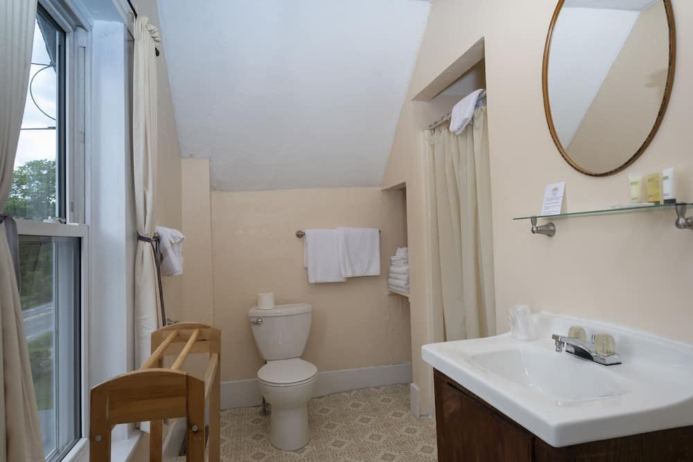 Room, Private Bathroom (Quad room with private bath) - Bathroom