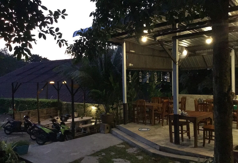 Baan Aunrak Koh Chang, Ko Chang, Hotel Front – Evening/Night