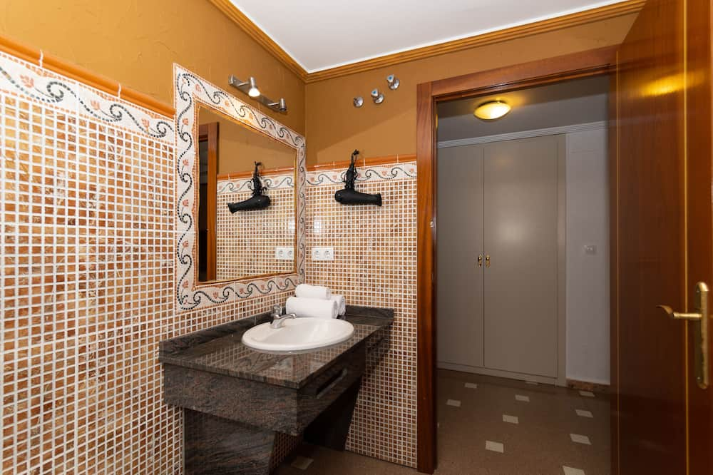 Classic Studio, 1 Katil Kelamin (Double), City View - Bilik mandi