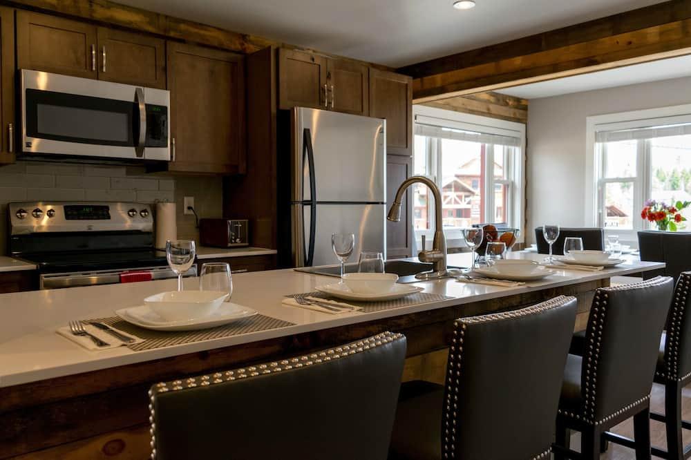 Māja, četras guļamistabas, virtuve - Numurs