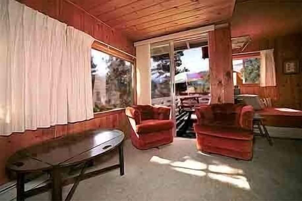 Cabin #5, River View - Wohnbereich
