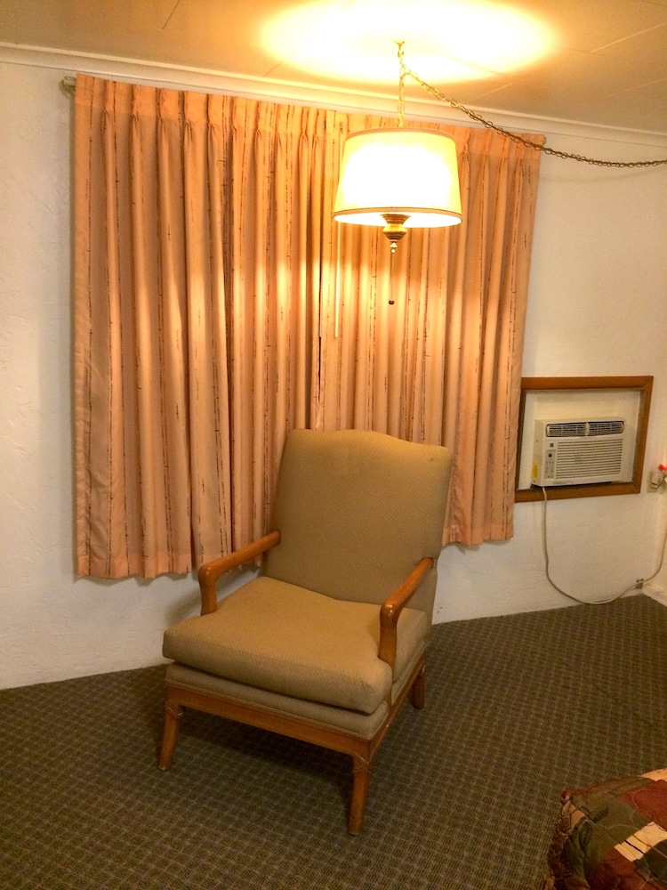 Connell Inn And Suites Clic Room 1 Queen Bed Guest