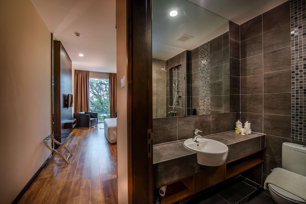 Superior Deluxe King - Bathroom