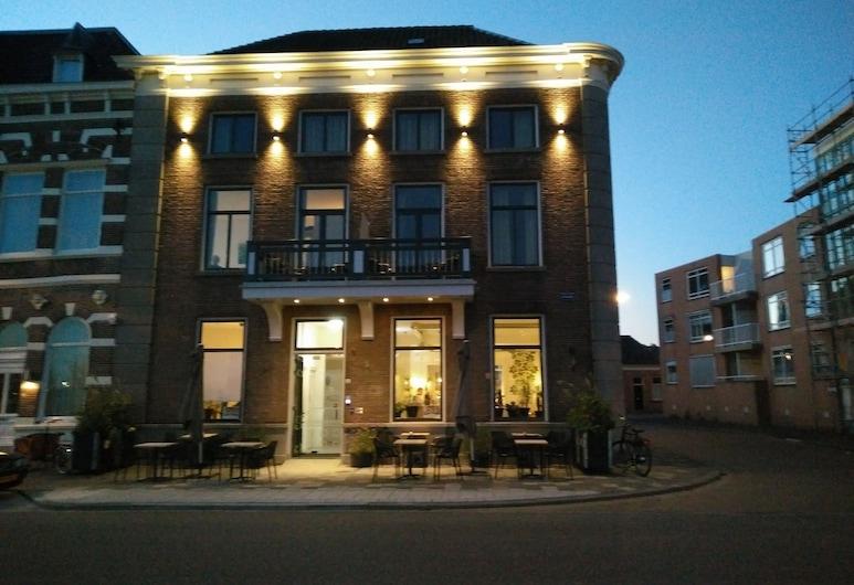 Loskade 45, Middelburg, Hotel Front – Evening/Night