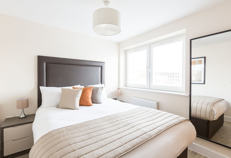 Central Gate Apartments by House of Fisher, Newbury, Luxury Apartment, 1 Bedroom, Room