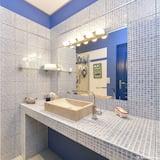 Double Room, Accessible, Ensuite (Chambre Voyage) - Bathroom