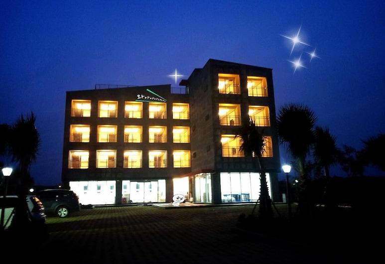 MCC 飯店, 西歸浦, 飯店入口 - 夜景