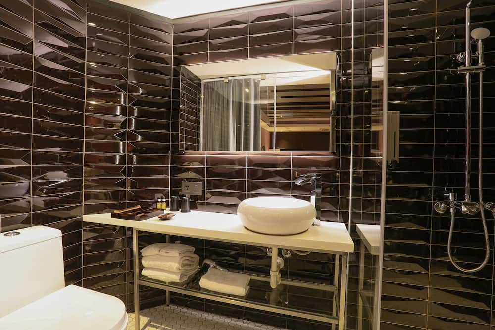 Comfort Twin Room, No Windows (on basement floor) - Bathroom