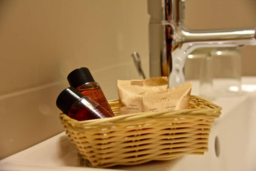 Quadruple Room (Basecamp Deluxe) - Bathroom
